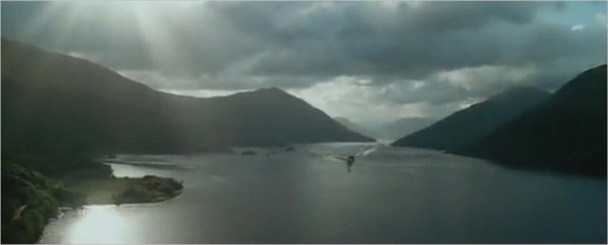Survol du lac sur le dos de Buck