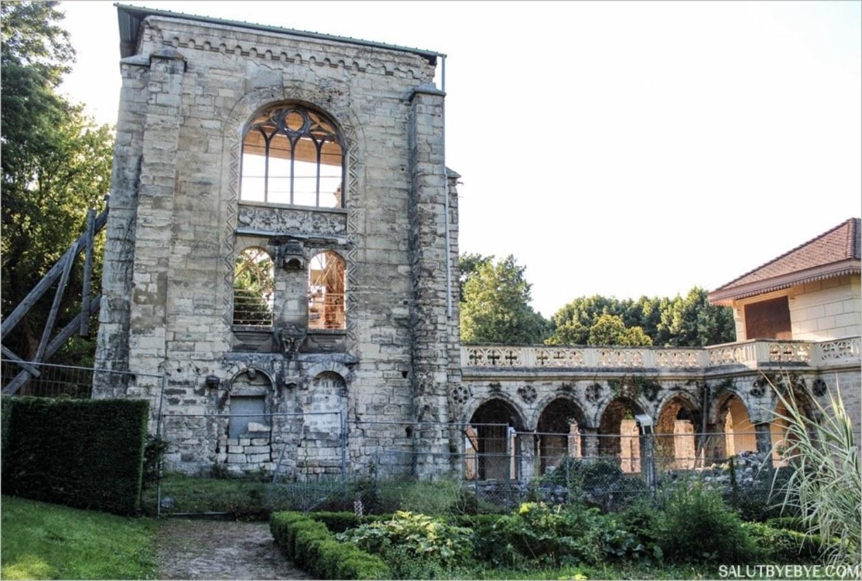 Les vestiges de la chapelle Notre Dame des Miracles et du cloître