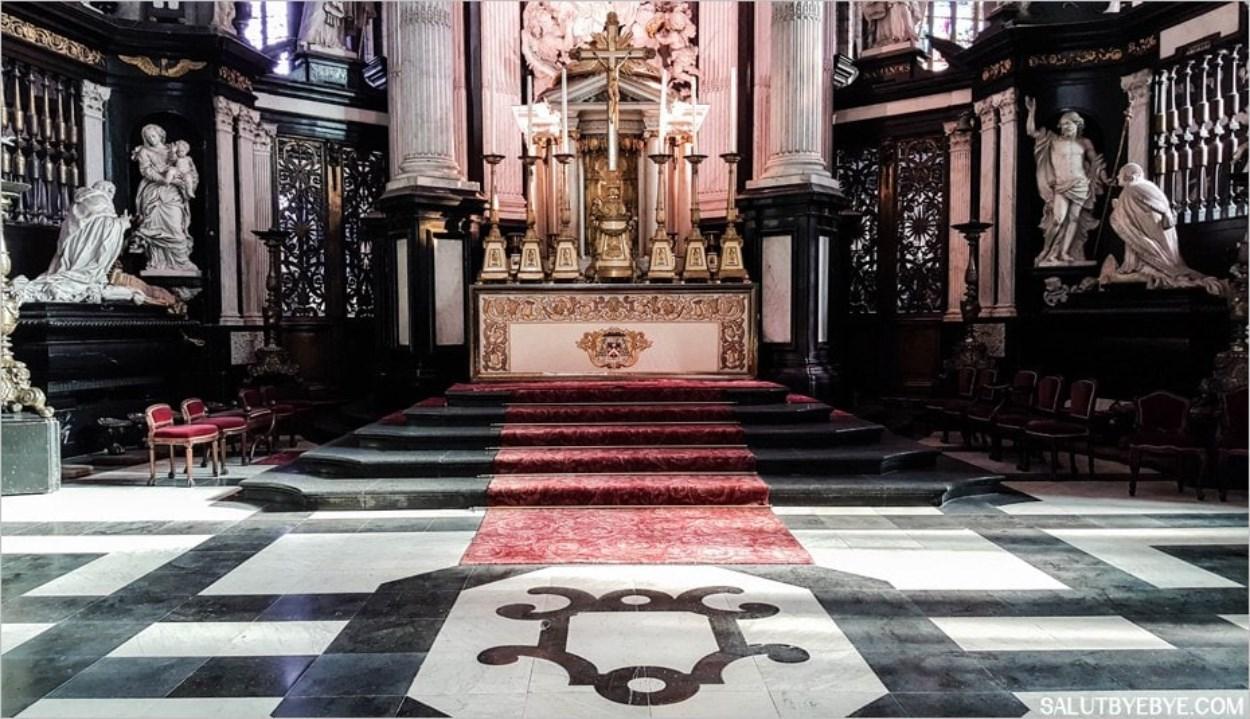 L'autel de la cathédrale