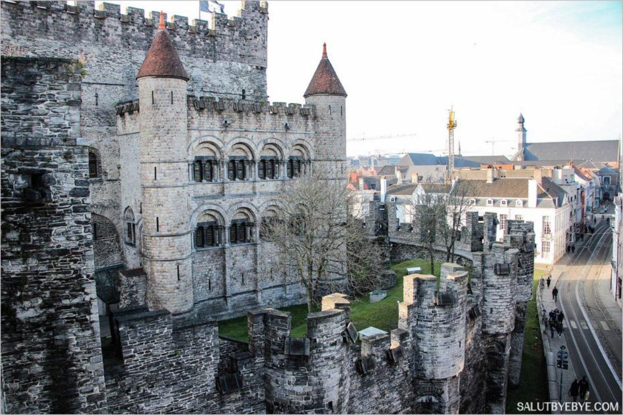 Le donjon et les tourelles du château de Gravensteen