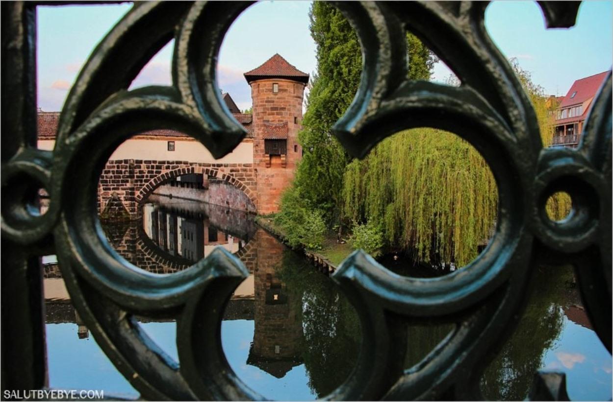 La Henkerhaus de Nuremberg vue depuis l'un des ponts, le Maxbrücke