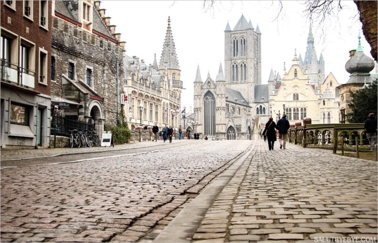 La vue en arrivant sur le pont Saint Michel de Gand