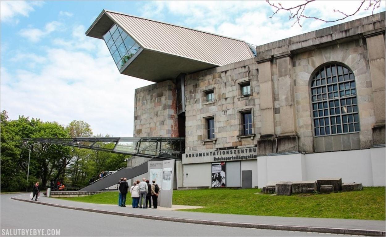 Entrée du Dokuzentrum, le Centre de Documentation de Nuremberg