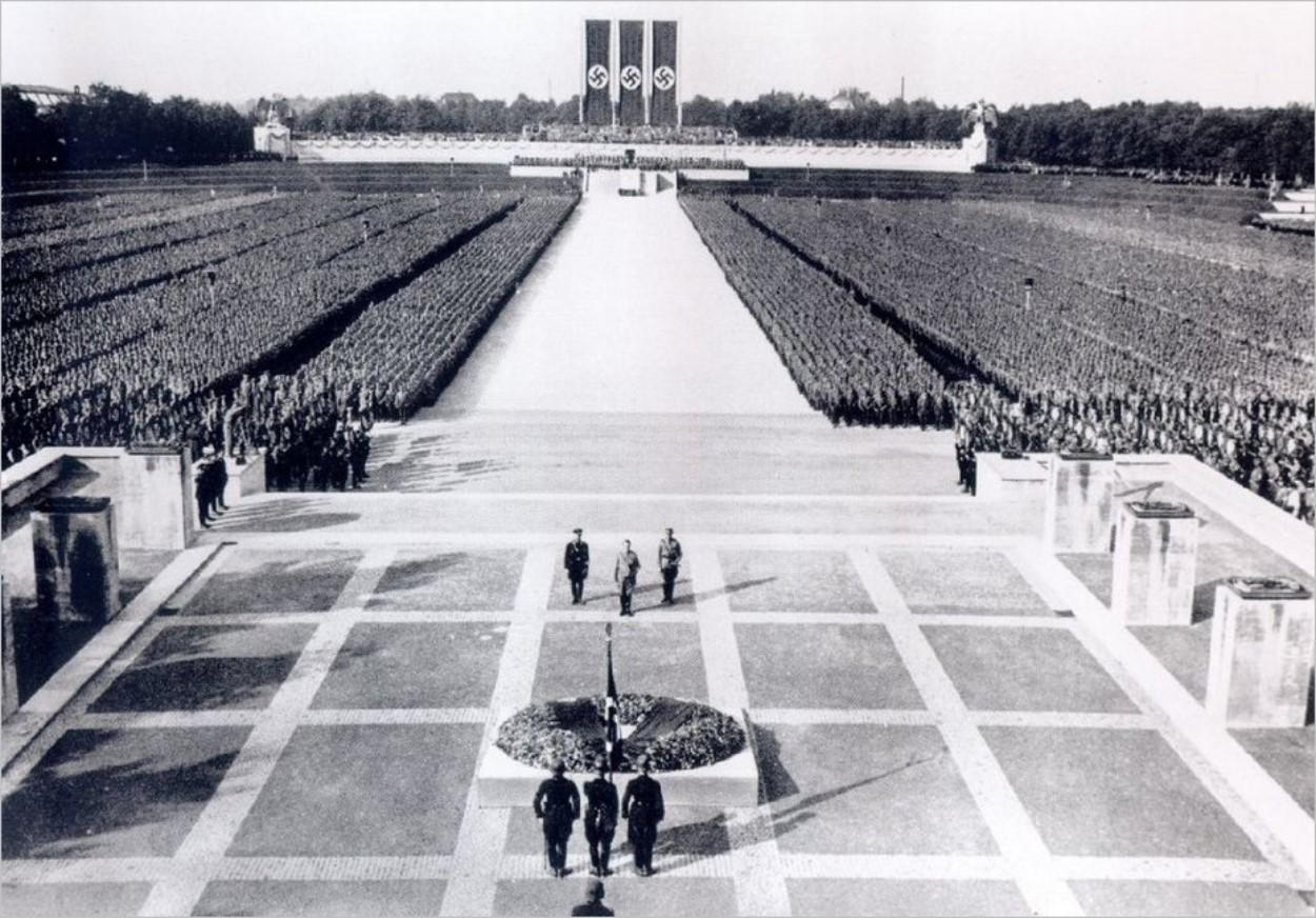 L'esplanade de l'Ehrenhalle à l'époque des nazis
