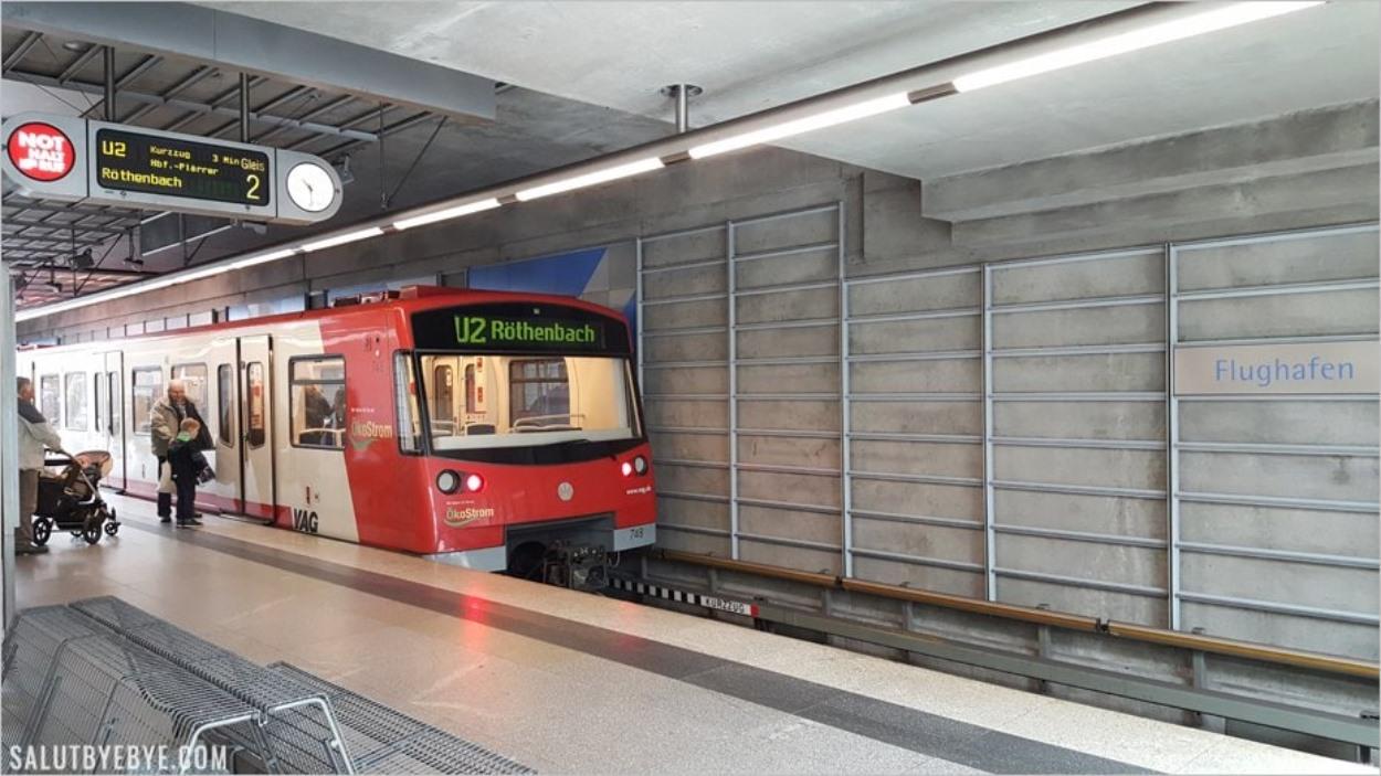 Le métro de Nuremberg à la station Flughafen