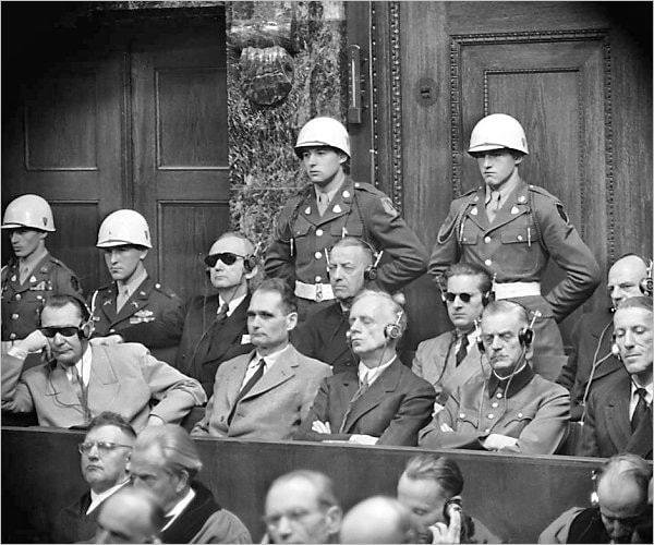 Une partie des accusés du procès de Nuremberg