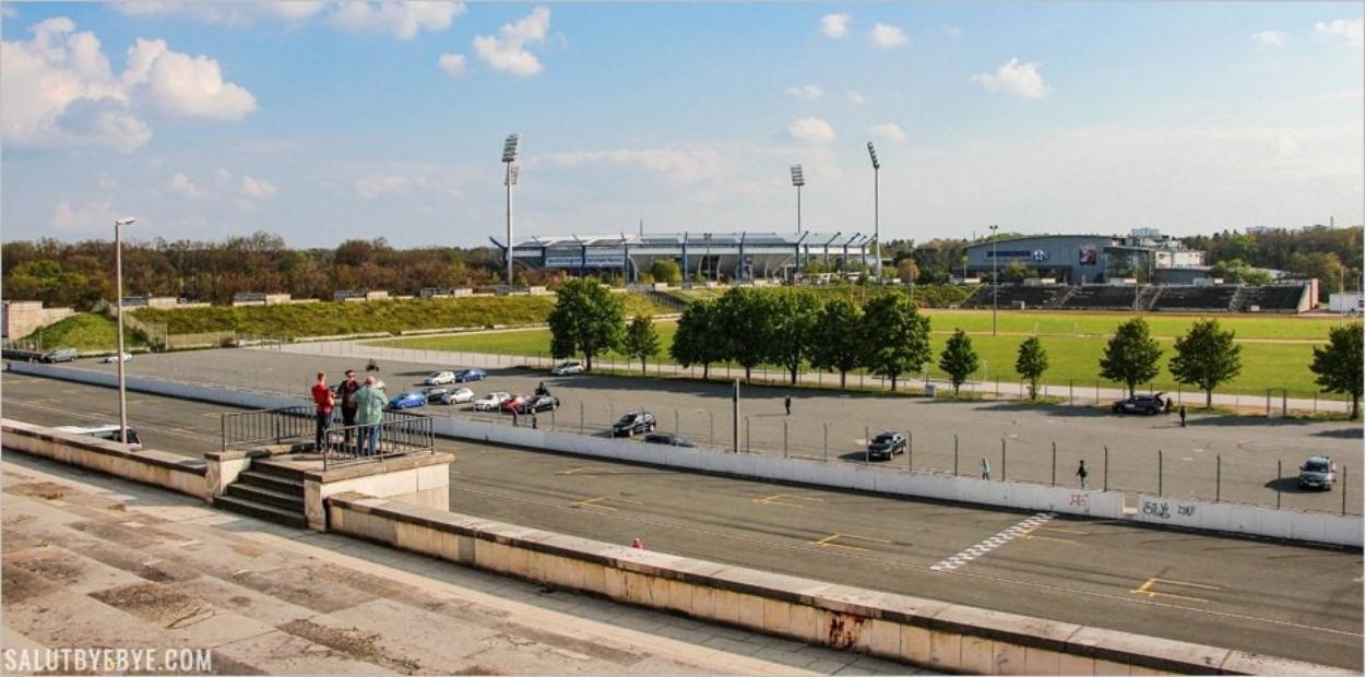 Le Zeppelinfeld et le Franken Stadion
