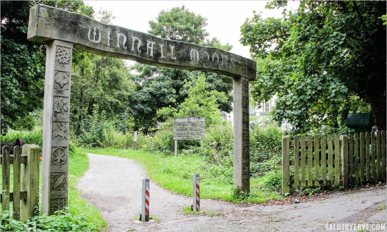 L'arche en bois à l'entrée de Winnall Moors