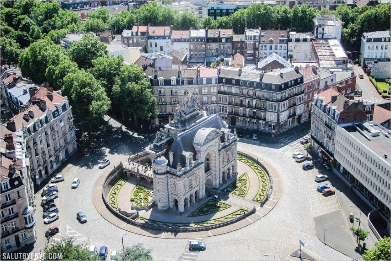 La place Simon Vollant - Porte de Paris