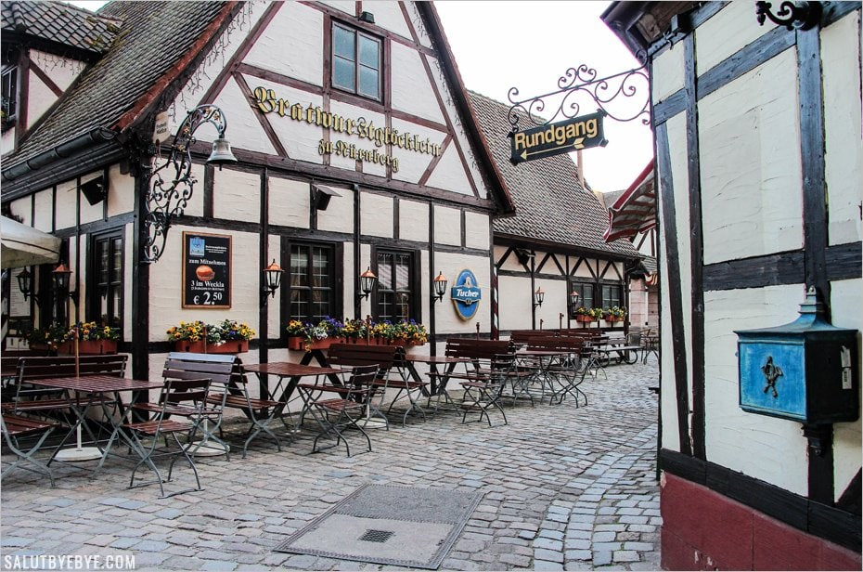 La jolie façade du Bratwurst Glöcklein