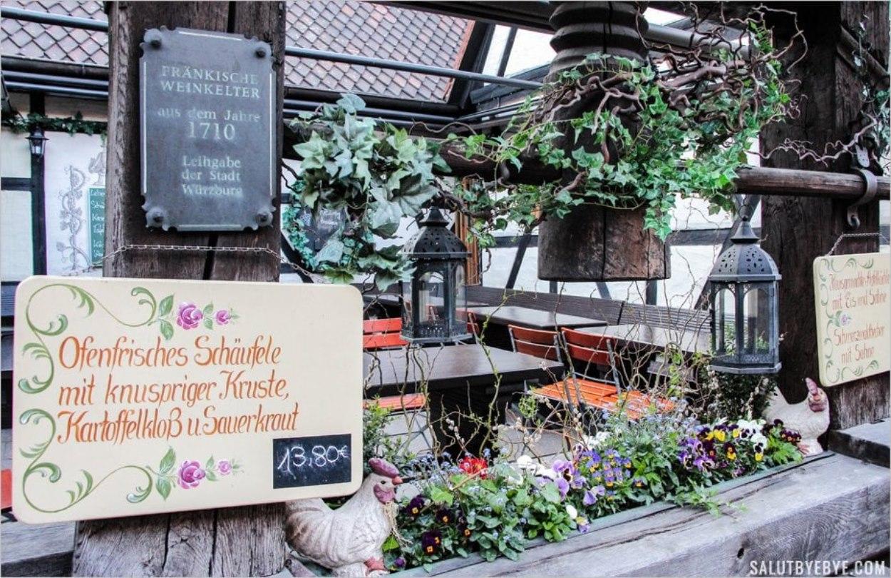 La terrasse d'été du Fränkische Weinstube