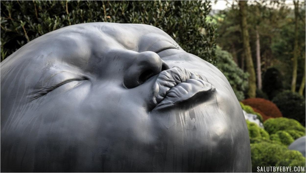 Sculpture expressive dans les Jardins d'Etretat