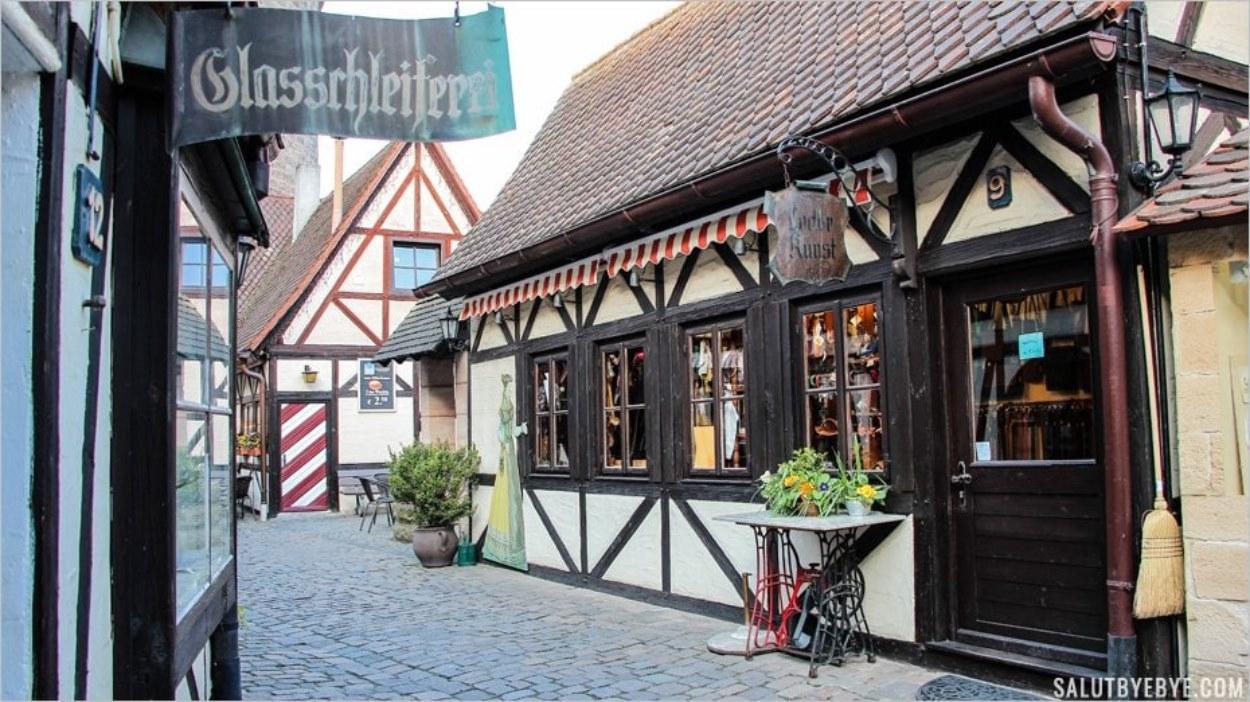 L'une des deux rues principales du village des artisans de Nuremberg