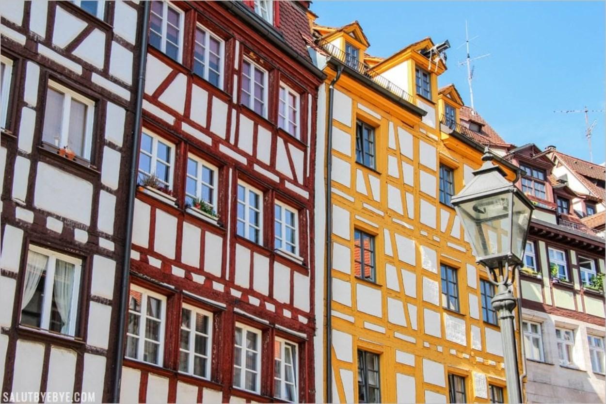 Les façades colorées de la rue des Tanneurs à Nuremberg
