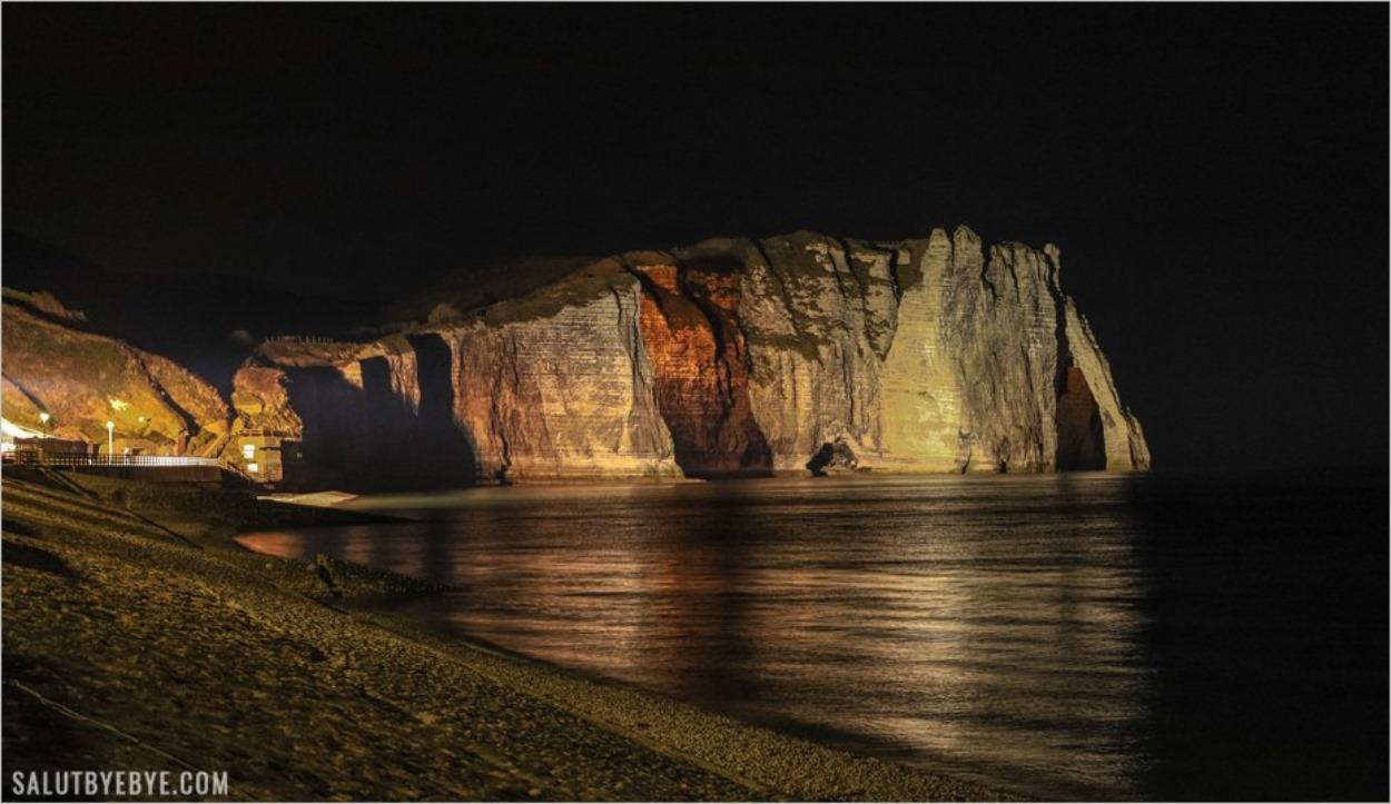 Falaise d'Aval à Etretat de nuit