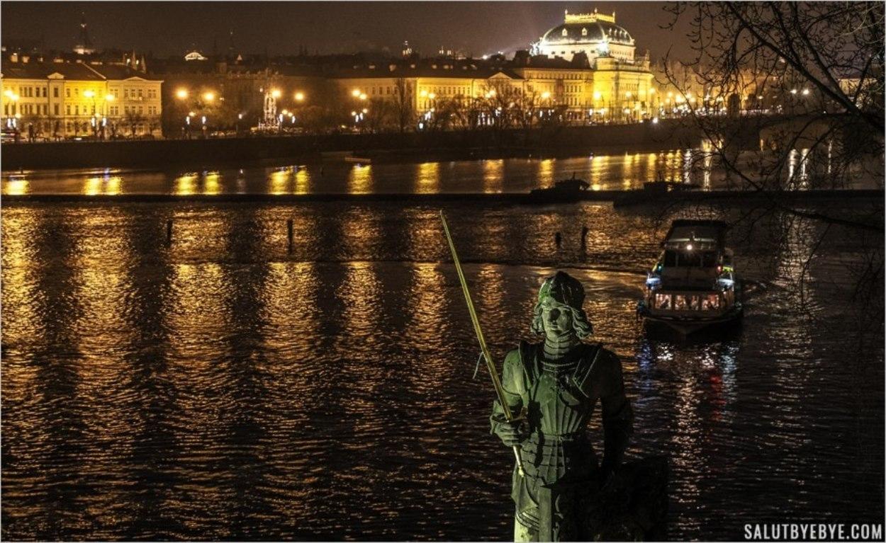 Vue sur la Moldau depuis le Pont Charles