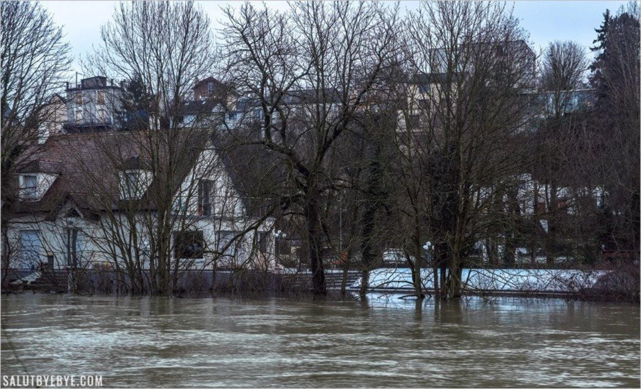 Piscine submergée sur les Bords de Marne