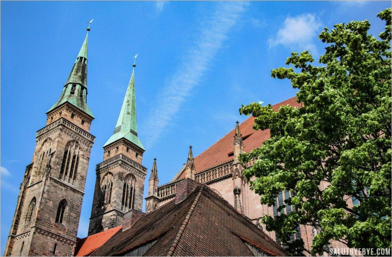 Les clochers de l'église Saint Sebald à Nuremberg