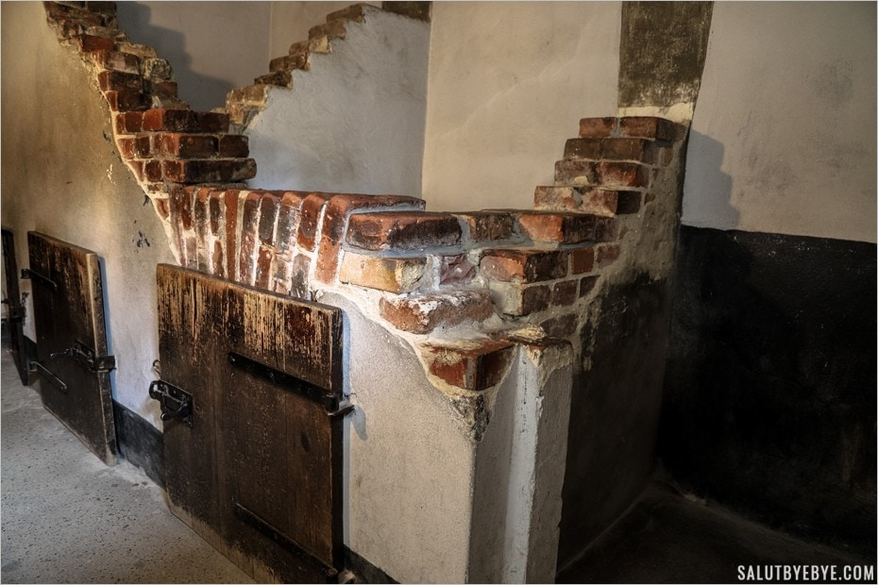 Les cellules debout dans le sous-sol du block 11 à Auschwitz I