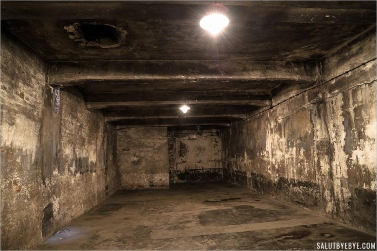 Reconstruction de la chambre à gaz à Auschwitz I