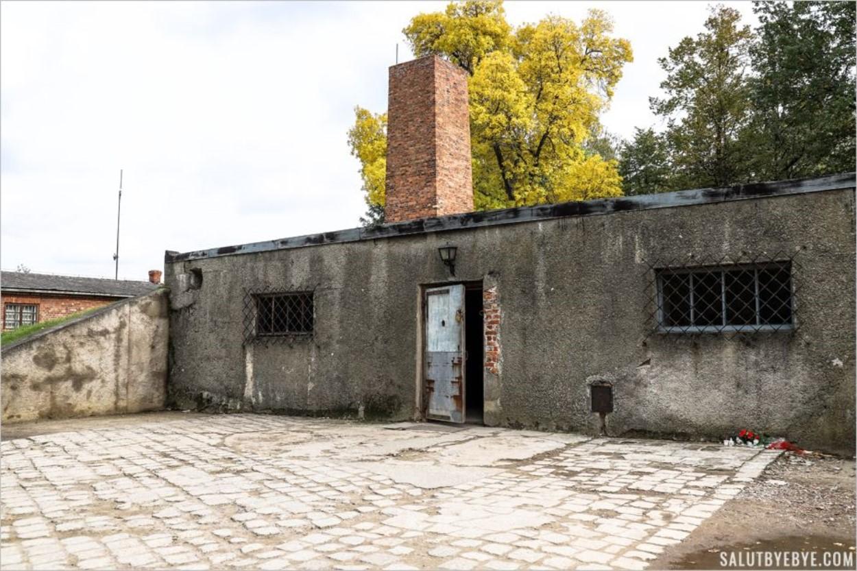 Entrée du crématorium à Auschwitz I