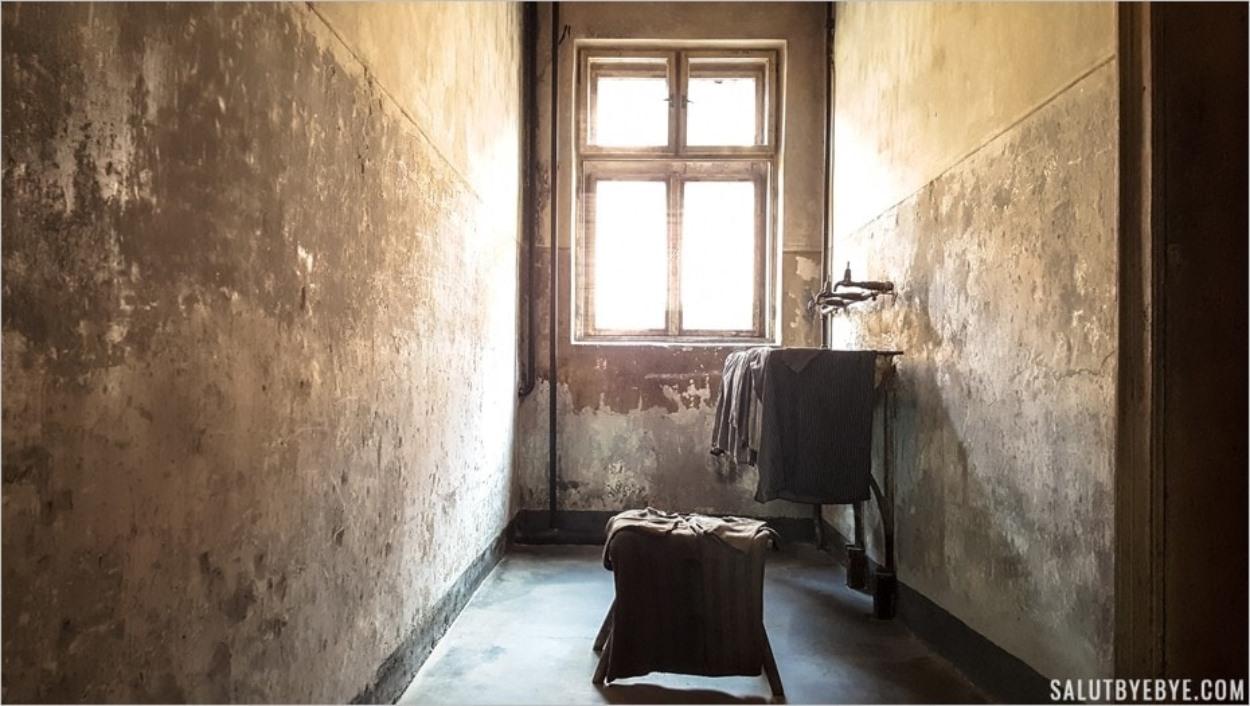 Salle de déshabillage des femmes - Auschwitz I Block 11