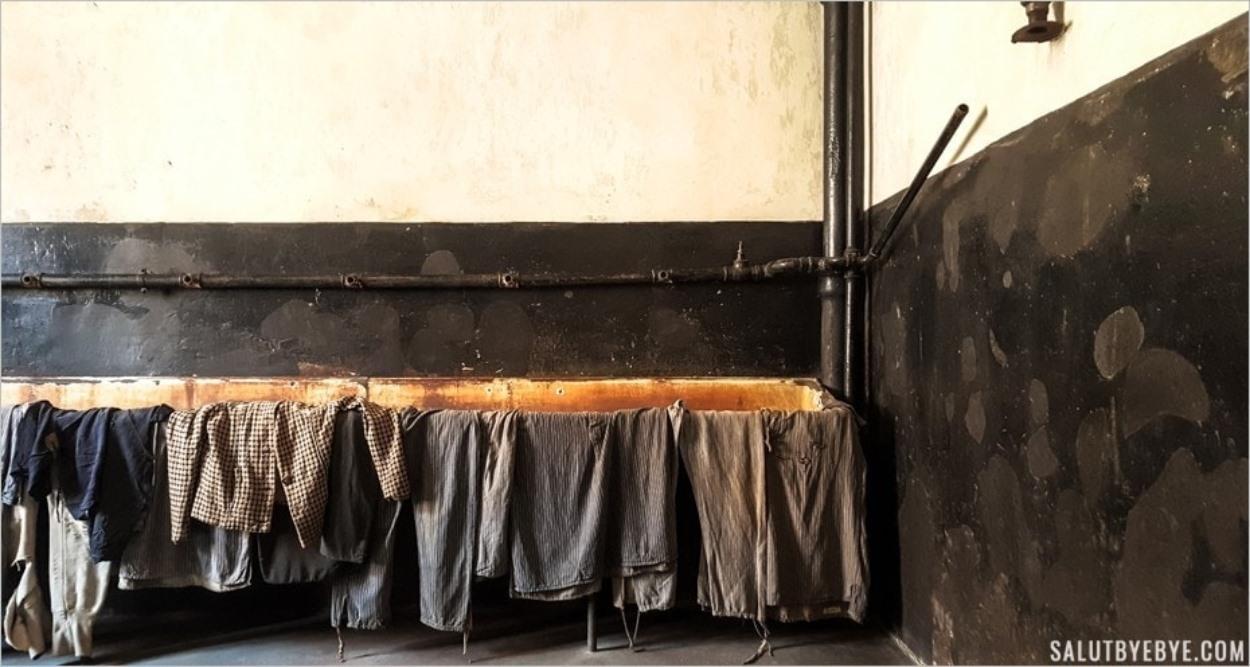 Salle de déshabillage des hommes - Auschwitz I Block 11