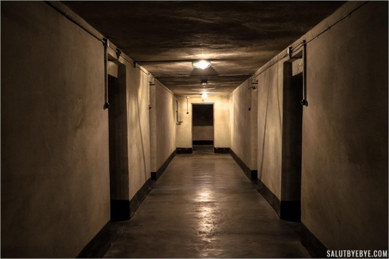 Seule dans le sous-sol du block 11 à Auschwitz I