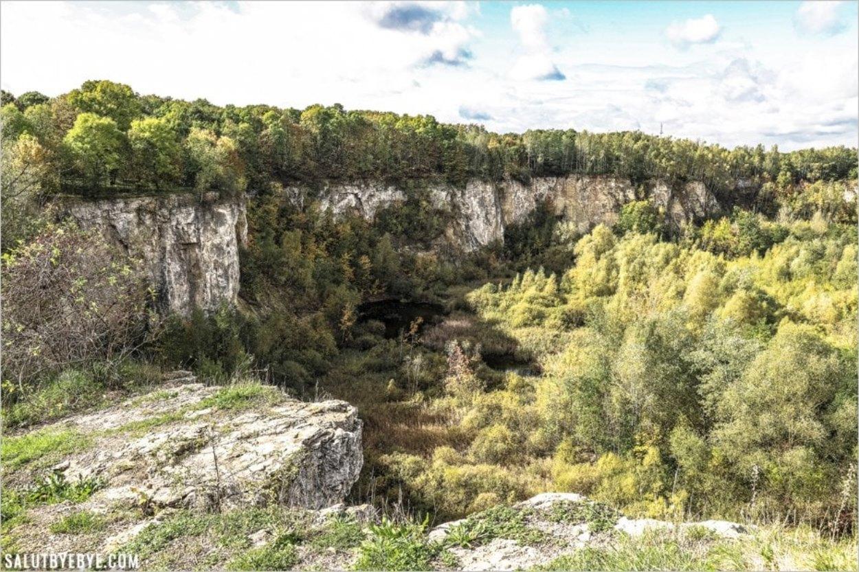 Au sommet de la carrière de calcaire, lieu de tournage de la Liste de Schindler
