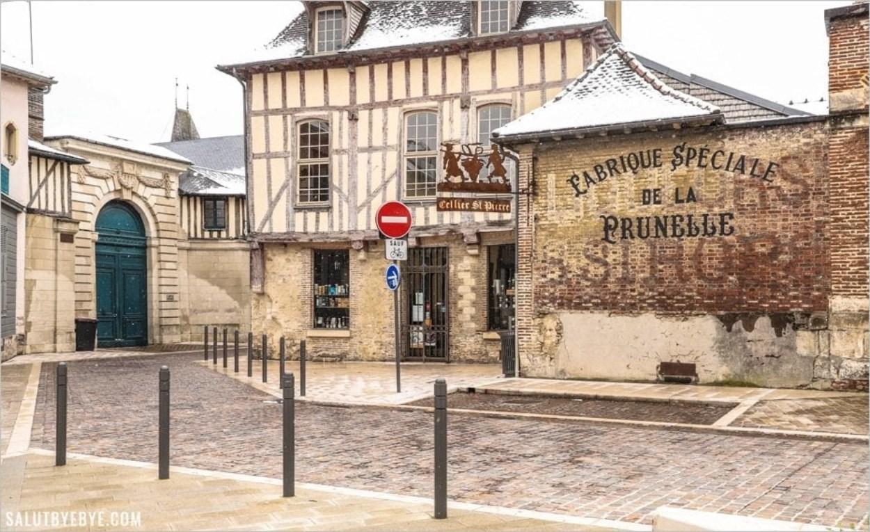 Le Cellier Saint Pierre, Place Saint Pierre à Troyes
