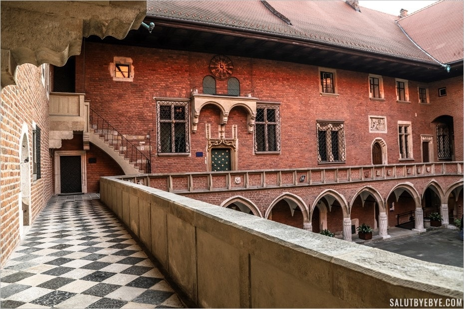 La cour du Collegium Maius à Cracovie