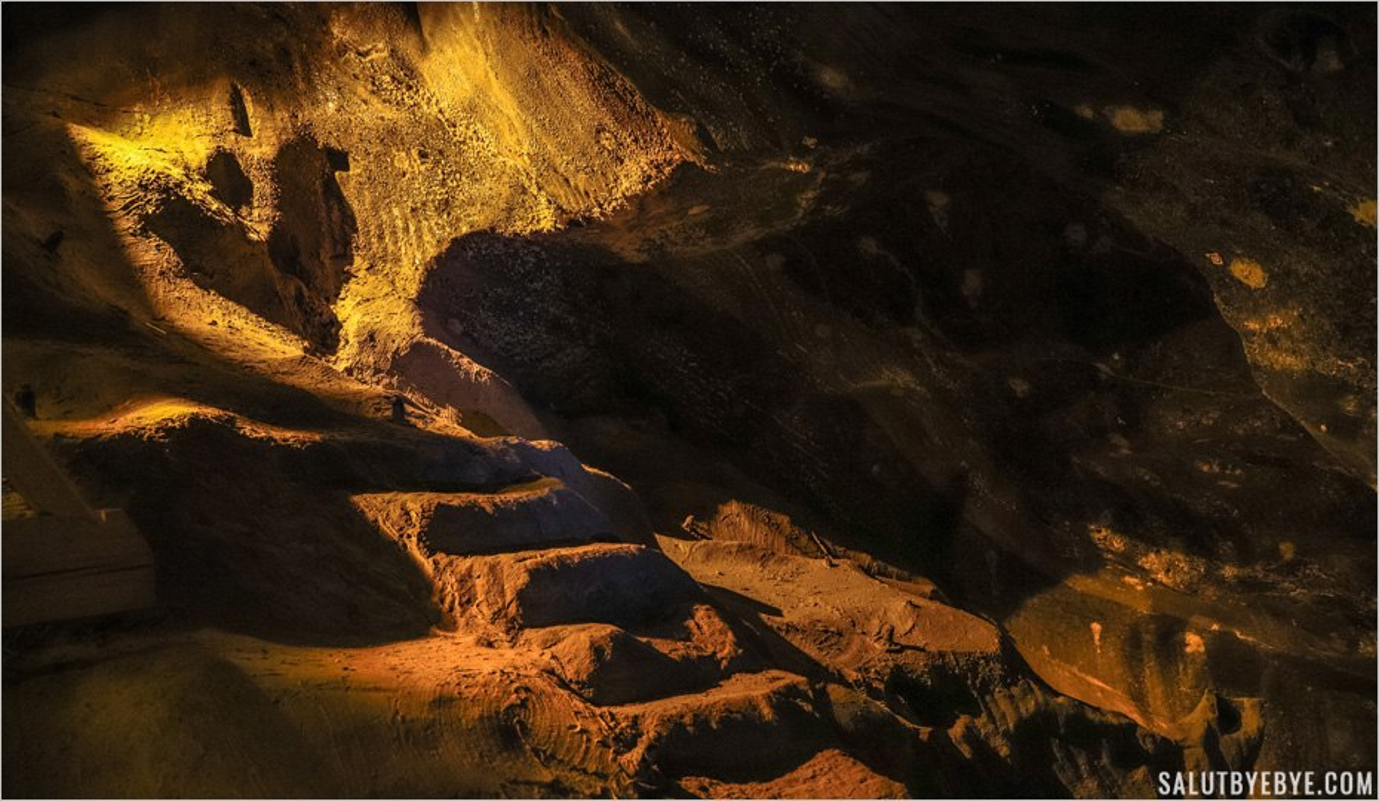 Escalier sculpté dans le sel à Wieliczka en Pologne