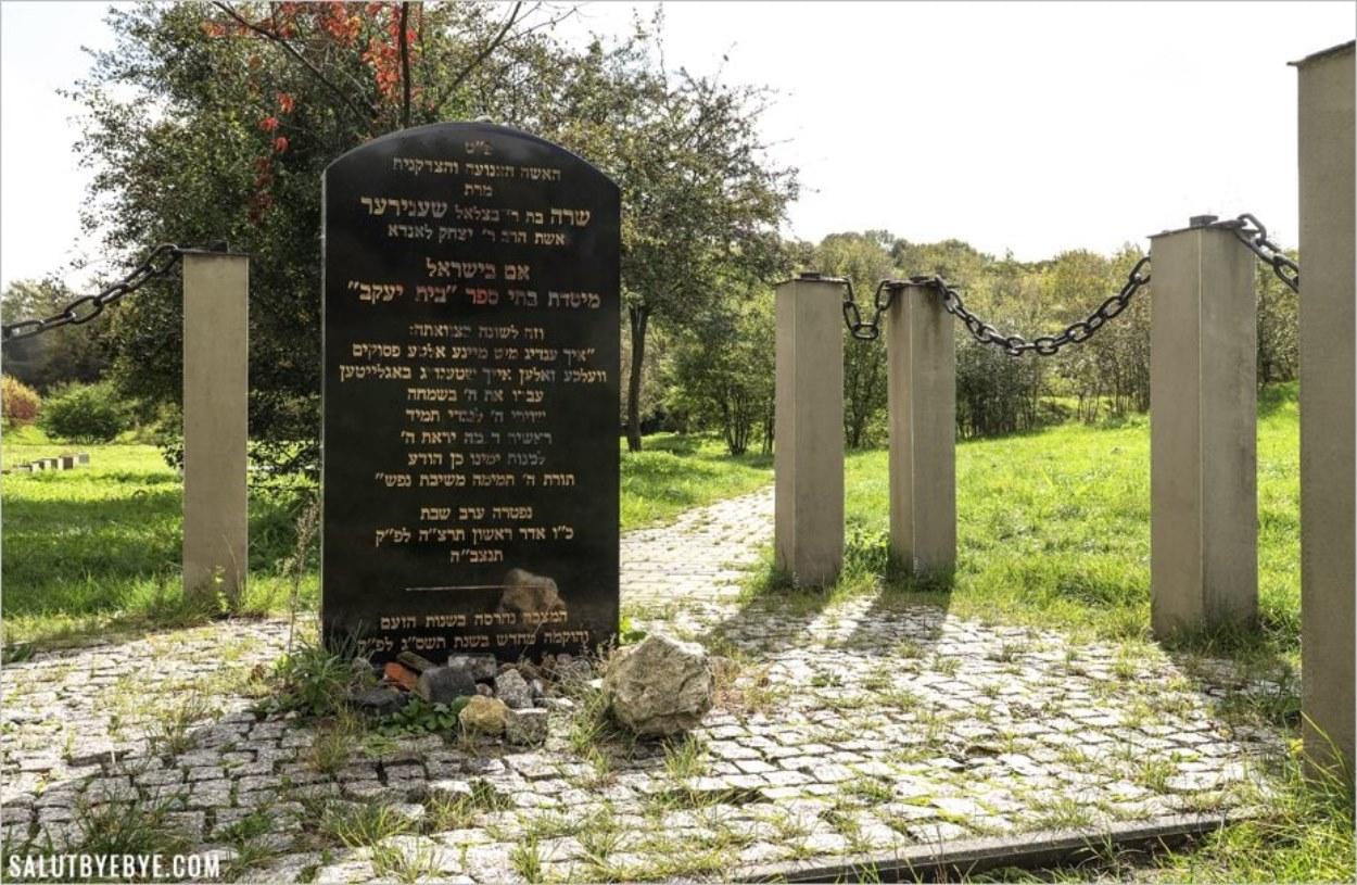 Monument hommage à Sarah Schenirer