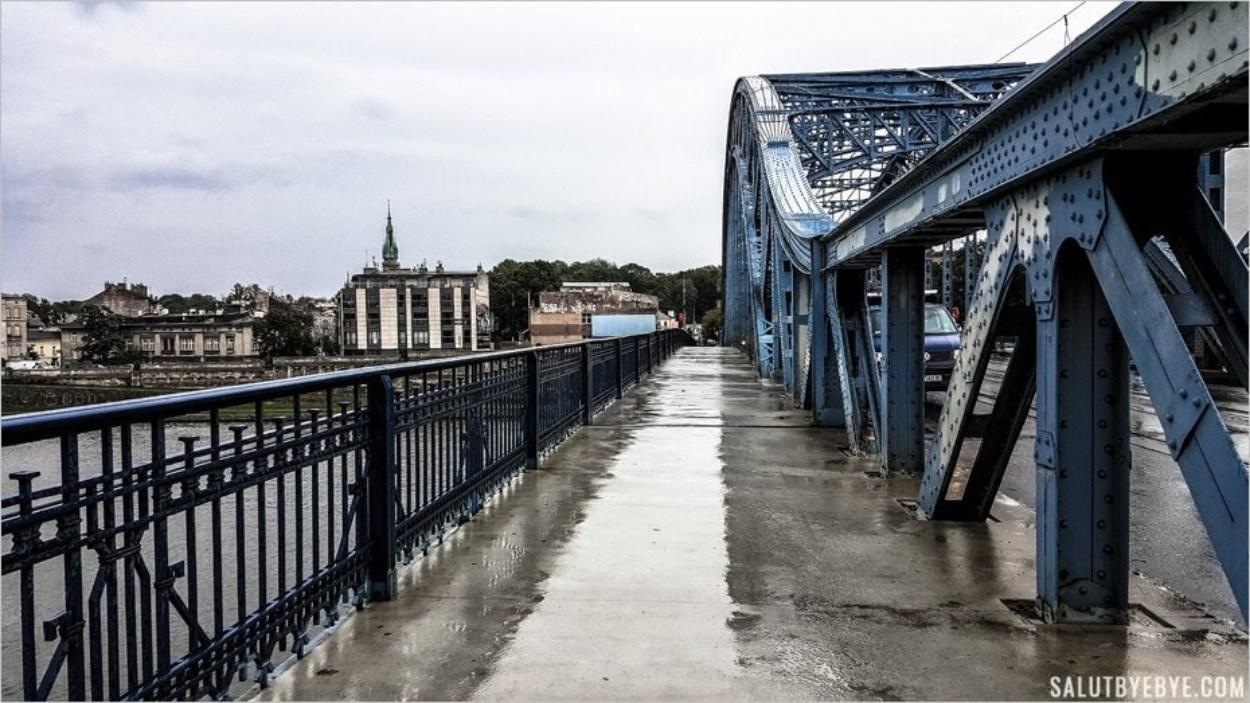 Sur le pont Pilsudski à Cracovie