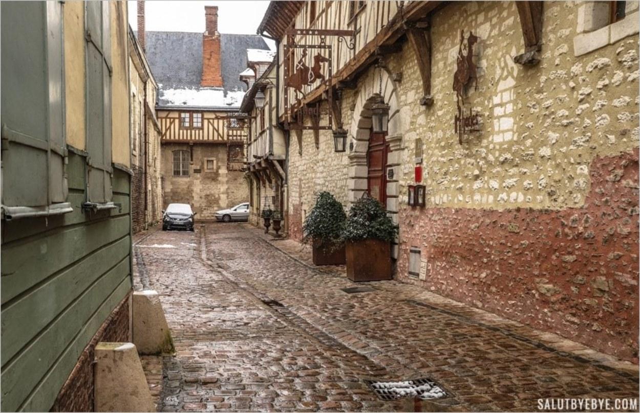 La Maison de Rhodes et Le Champ des Oiseaux, rue Linard-Gonthier à Troyes