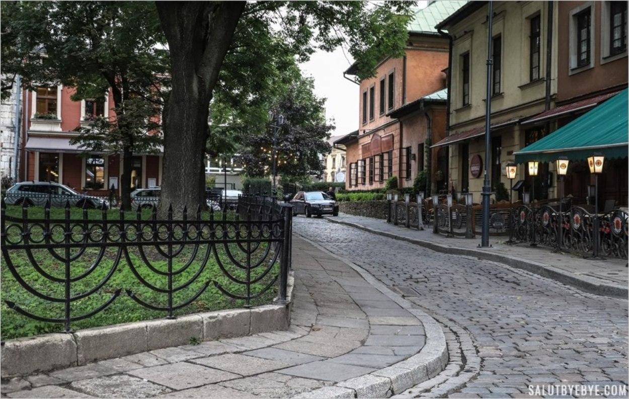 La rue Szeroka dans le quartier de Kazimierz à Cracovie