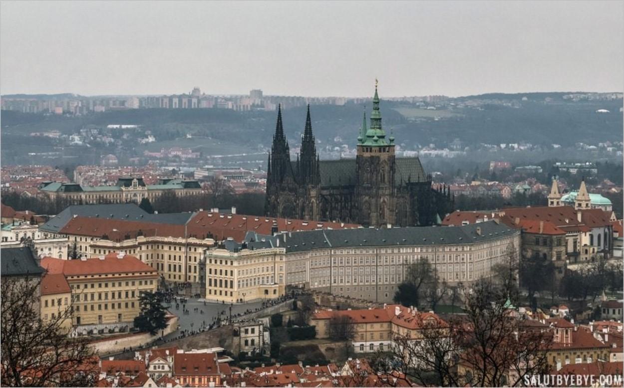 Cathédrale de Prague depuis la colline de Petrin