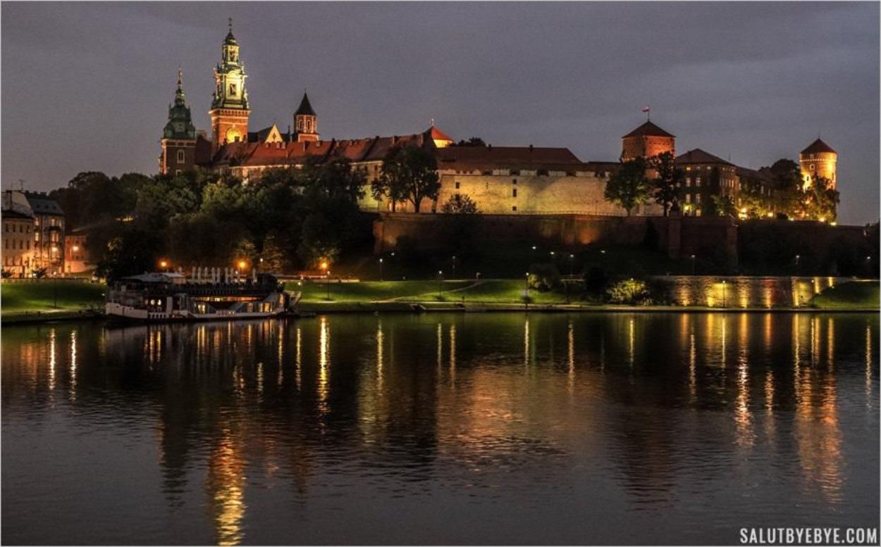 Château Wawel à Cracovie depuis le pont Debnicki