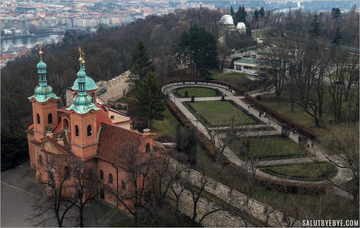 Eglise Saint Laurent de Prague et Observatoire de la colline de Petrin