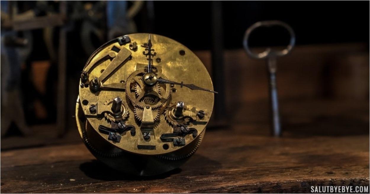 Le travail de précision de l'horloger - Musée de l'Outil, Troyes