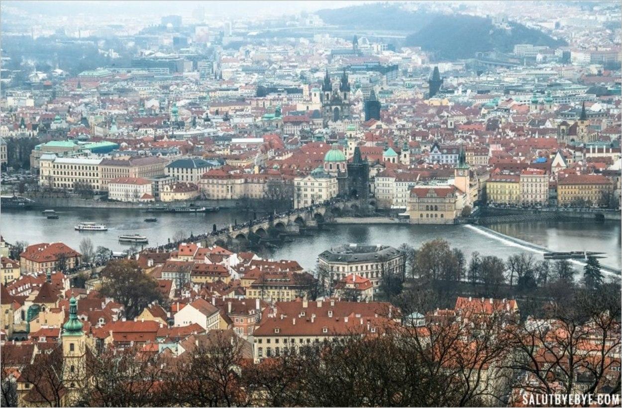 Le Pont Charles à Prague vu depuis la Tour de Petrin