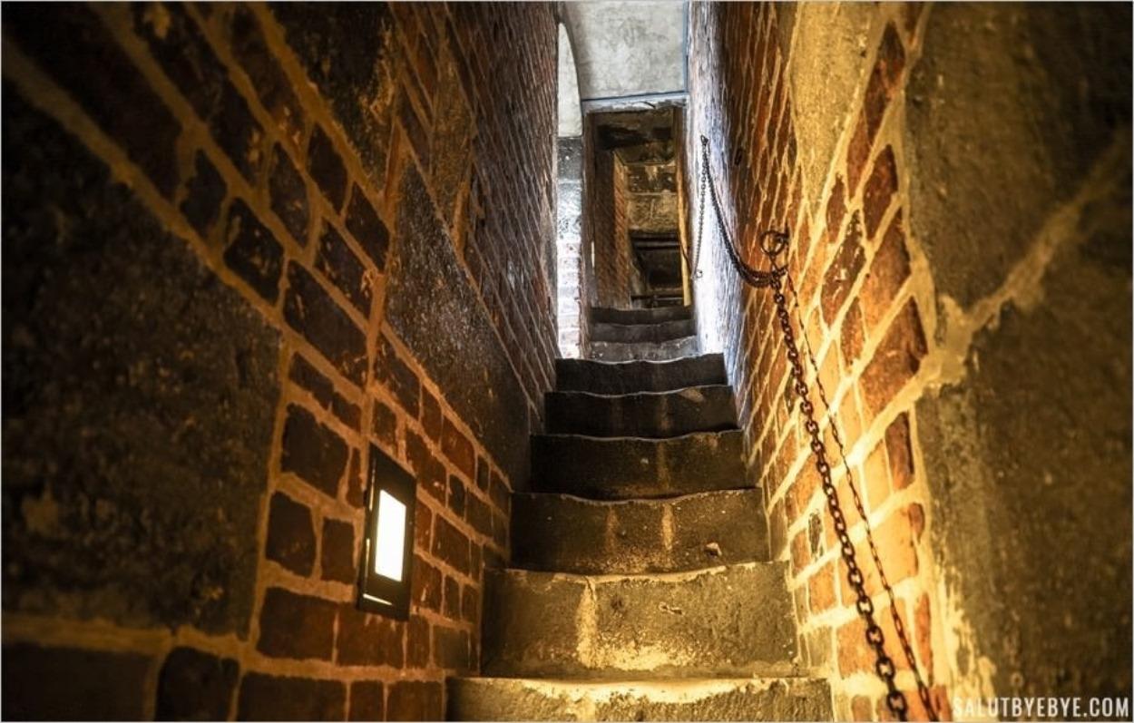 Les escaliers de la Tour de l'Hôtel de Ville de Cracovie