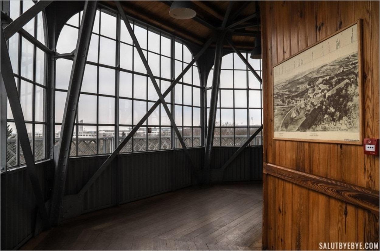 La plateforme d'observation de la Tour de Petrin à Prague