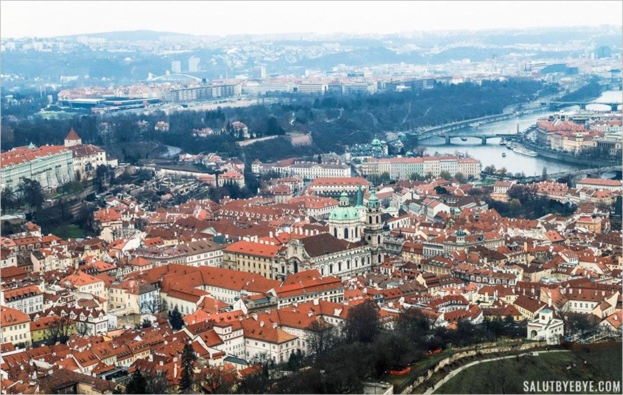 Vue sur Prague depuis la petite tour Eiffel de Petrin