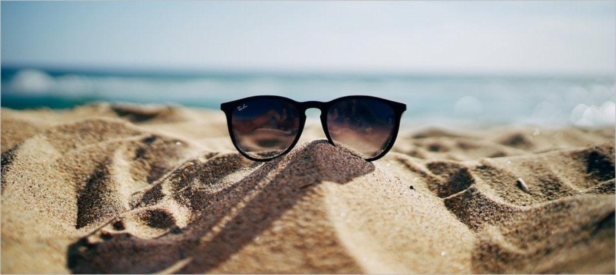 Lunettes de soleil à la plage