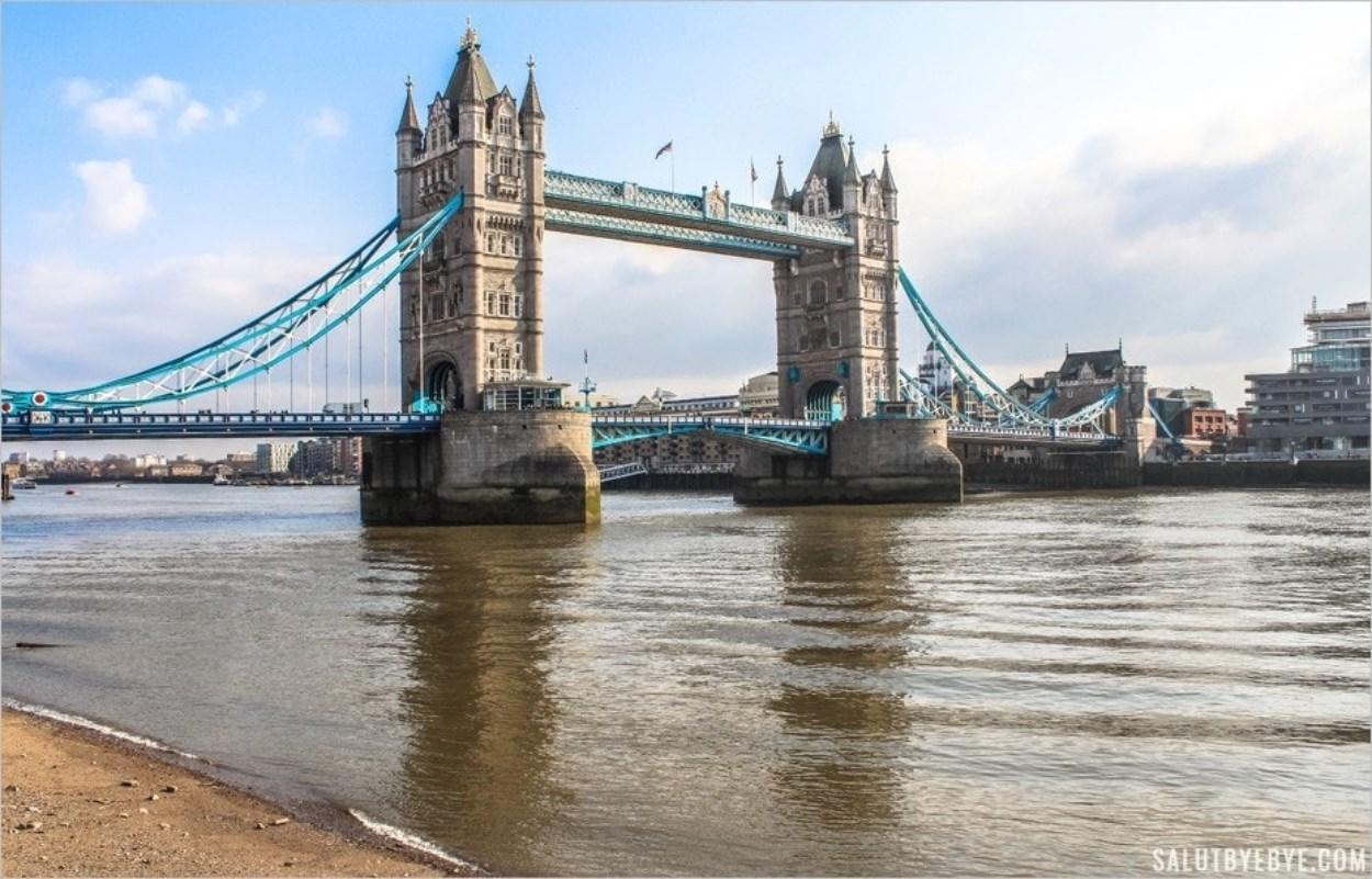 Tower Bridge au soleil en mars