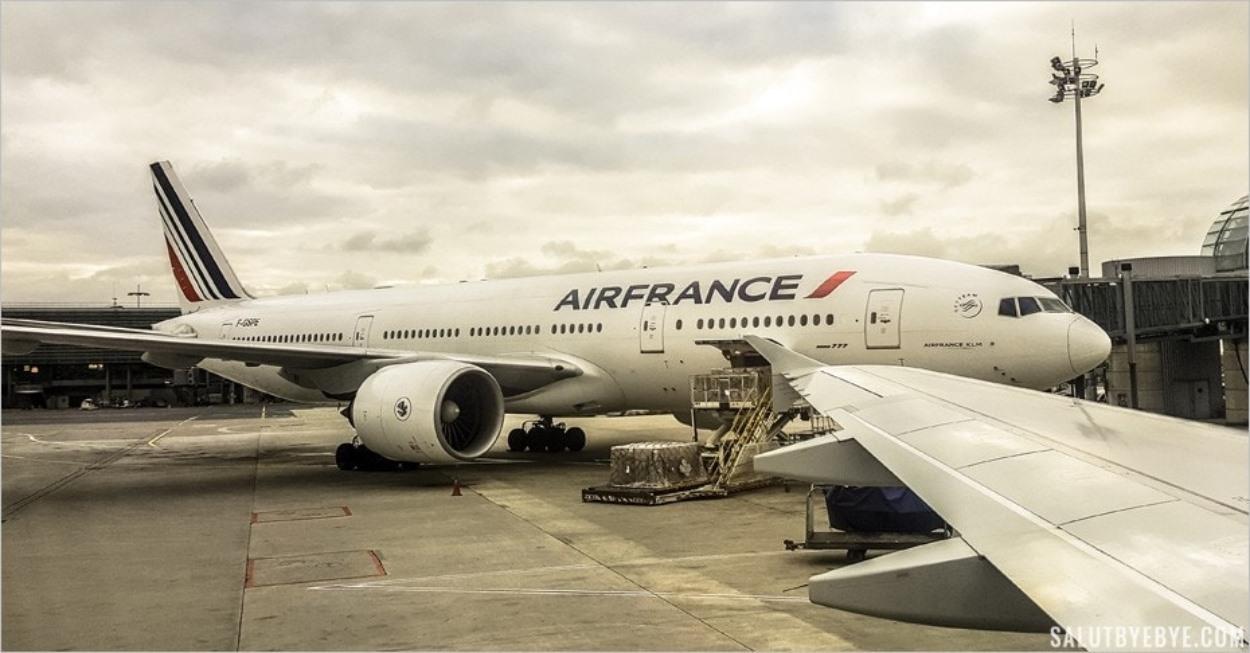 Un avion Air France à l'aéroport Paris Charles de Gaulle