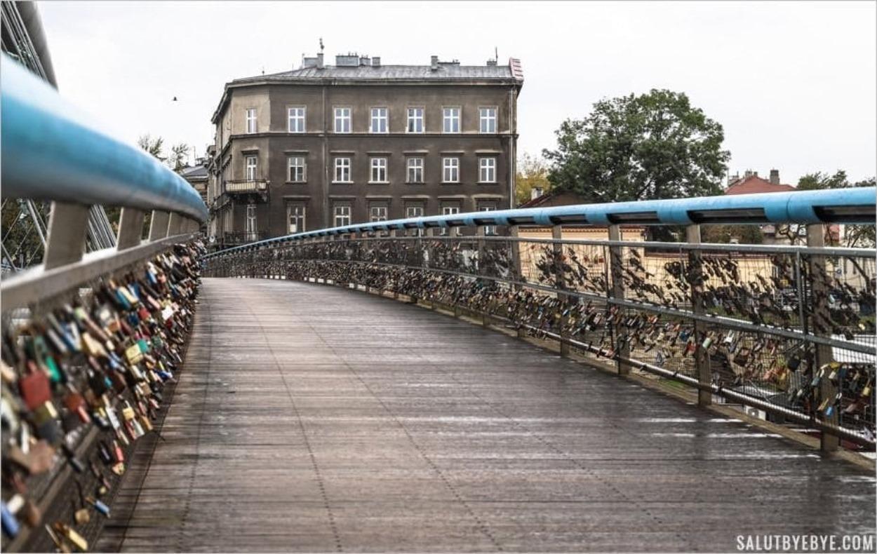 Le pont piéton entre Kazimierz et Podgorze à Cracovie
