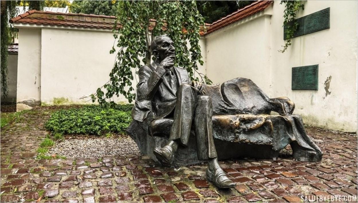 Statue de Jan Karski dans le quartier juif de Cracovie