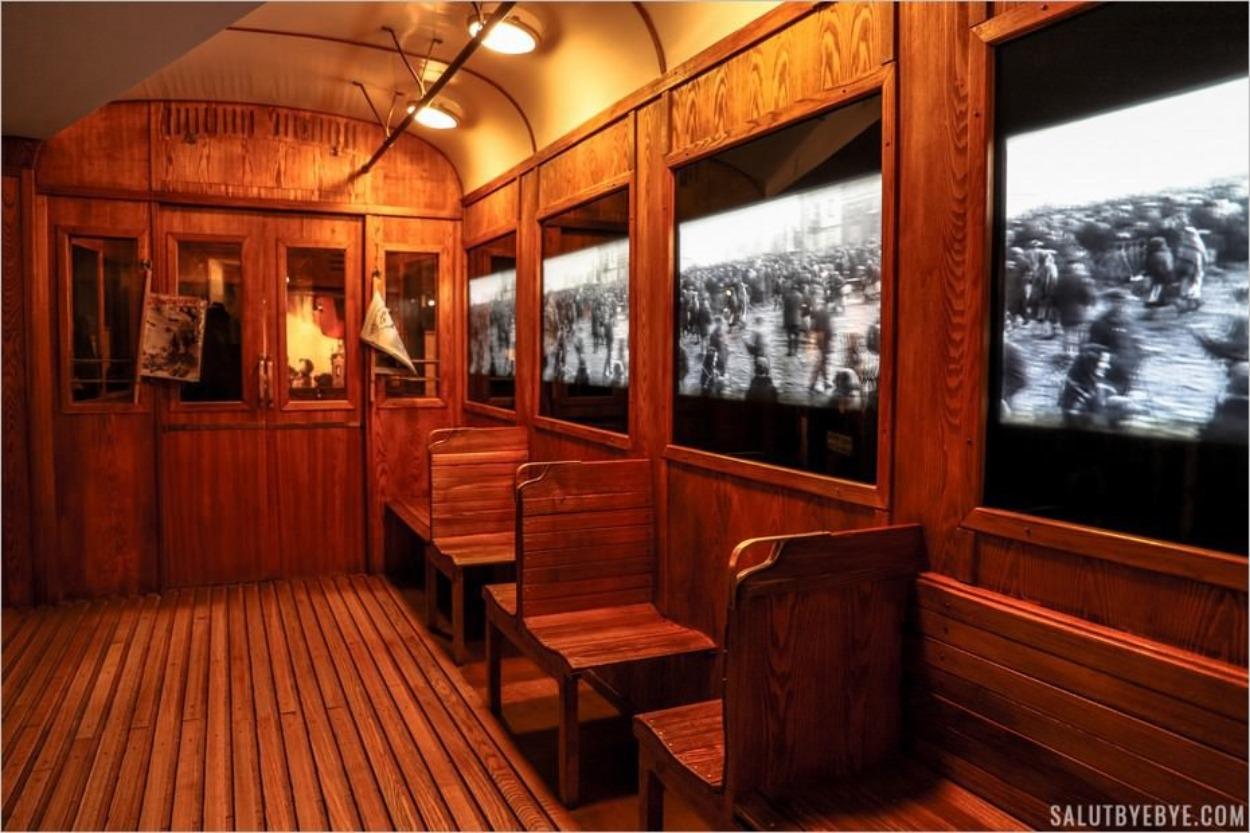 A l'intérieur du tramway dans le musée
